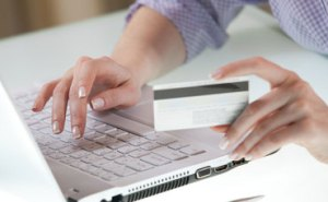 credit-card-online-shopping-370x229